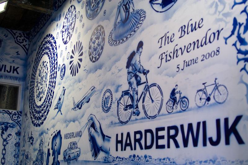 blue-fishvendor1